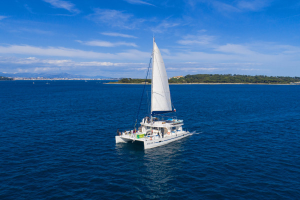 Sortie en mer à la journée sur UN maxi-catamaran