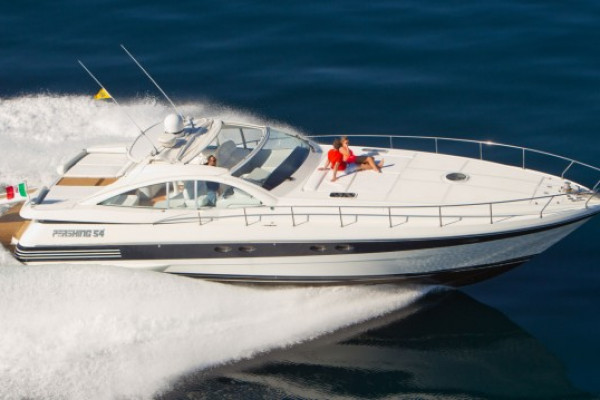 Location yacht PERSHING 54  12 personnes)